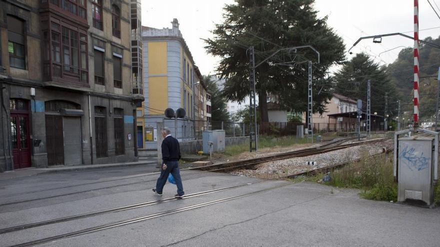 Adif reserva 8 millones para suprimir pasos a nivel en toda la red ferroviaria, varios de ellos en Asturias