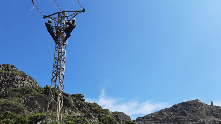 Endesa reforma una línia elèctrica dins el Parc Natural de Cap de Creus per a protegir l'avifauna