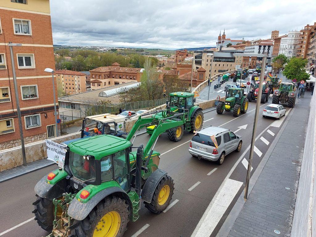Más de 300 tractores llenan Teruel en la primera de las protestas por la nueva PAC