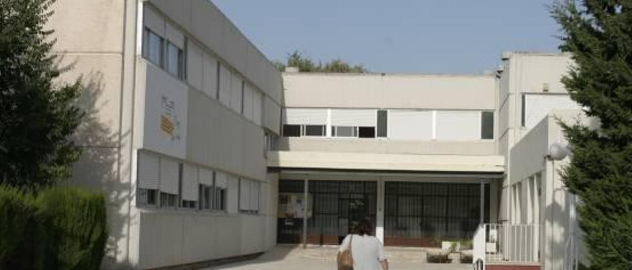 El Síndic reprende al Consell por impedir a una alumna con minusvalía aspirar  a ayudas de apoyo