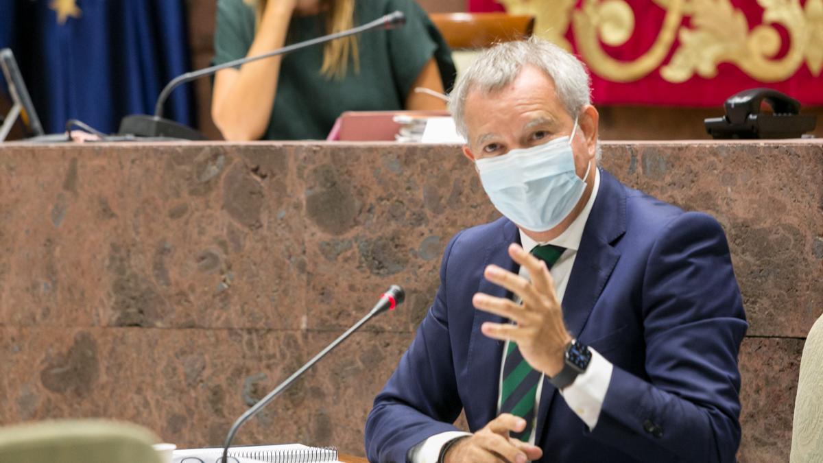 Sebastián Franquis durante la comisión parlamentaria