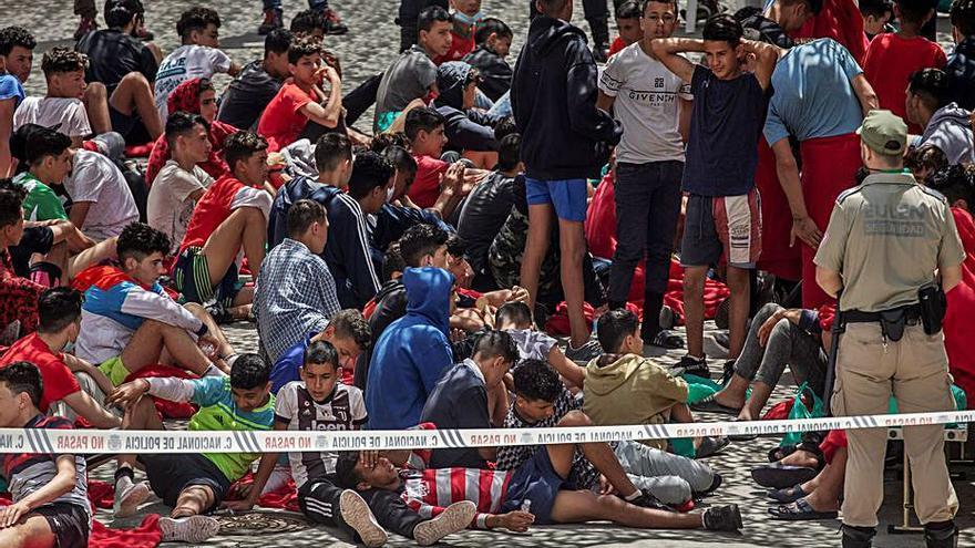 Espanya busca resoldre la crisi de Ceuta mentre el Marroc la manté oberta
