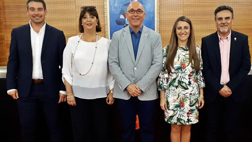 El PSPV cierra filas públicamente con el alcalde de San Vicente y maniobra para evitar otra moción
