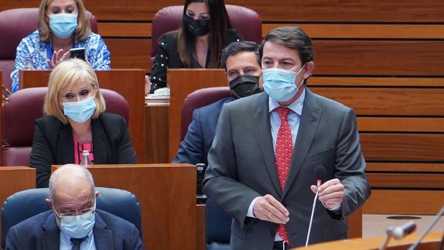 """Mañueco defiende """"la mejor política social"""" y Tudanca lo acusa de reducir su gasto"""