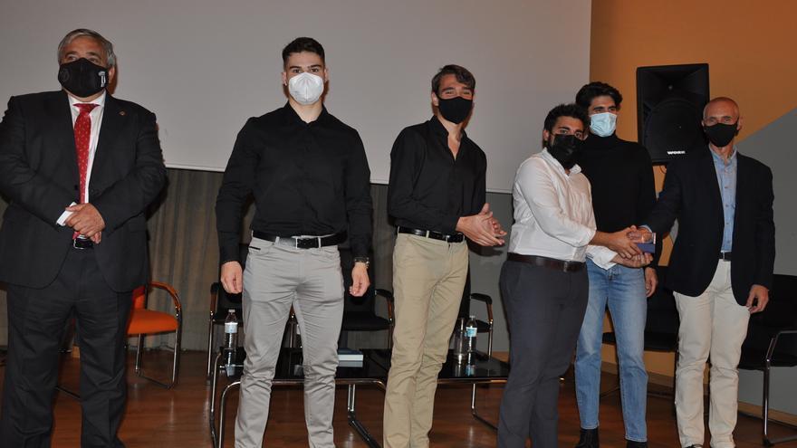 Cuatro estudiantes de Uex, ganadores Concurso del Diseño Exterior de un tren de hidrógeno