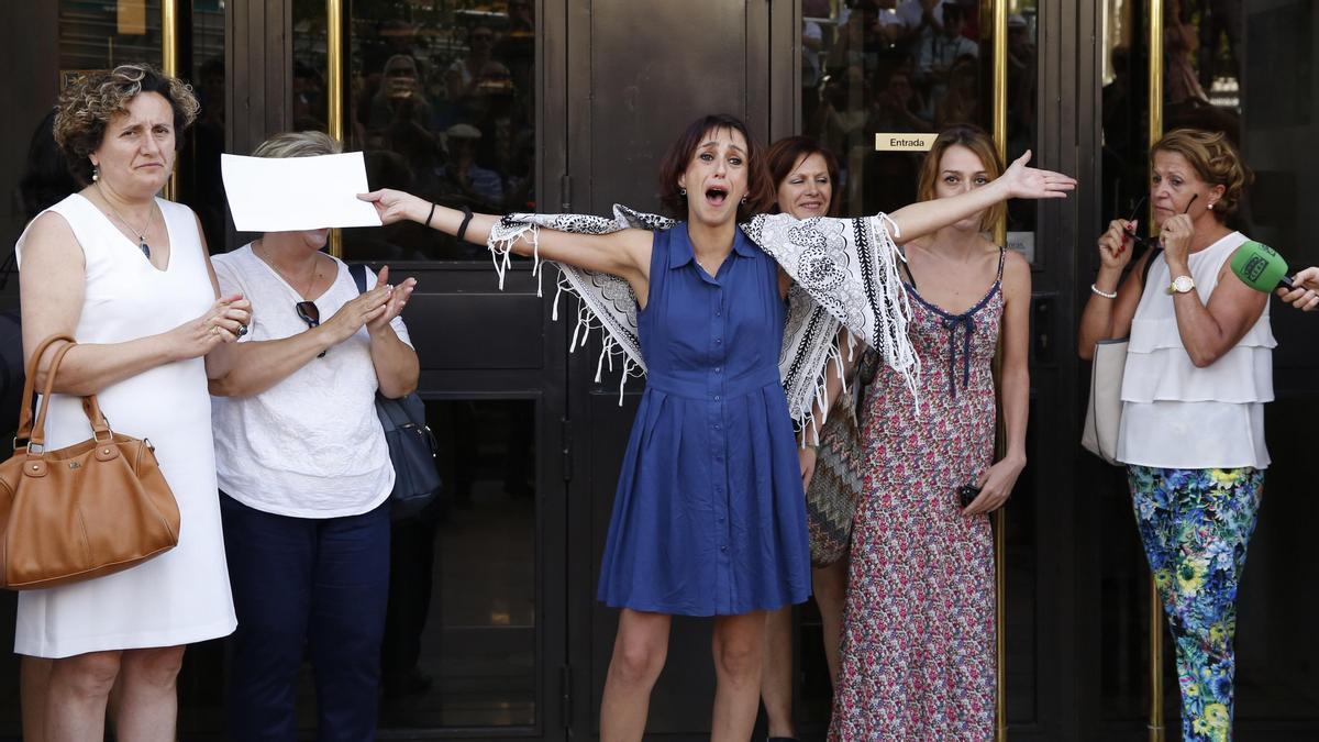 Una imagen de archivo de Juana Rivas a su salida de los juzgados de Granada.