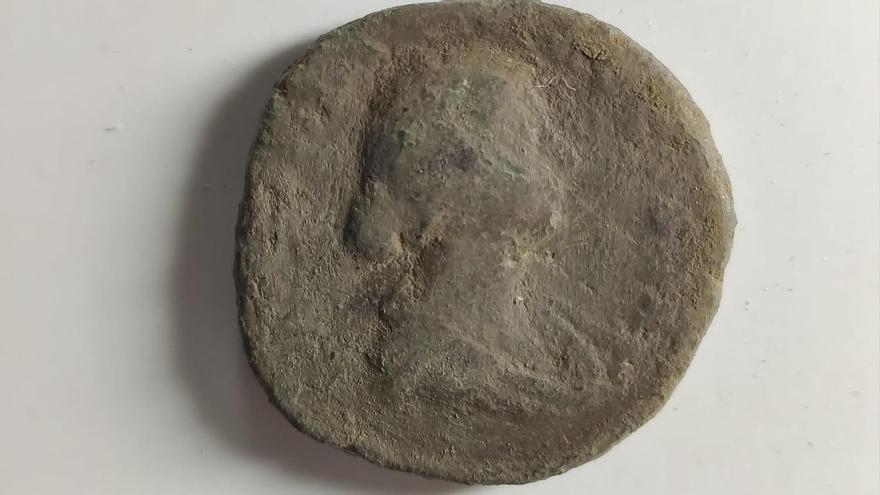 Hallada una moneda romana en el castro de Elviña