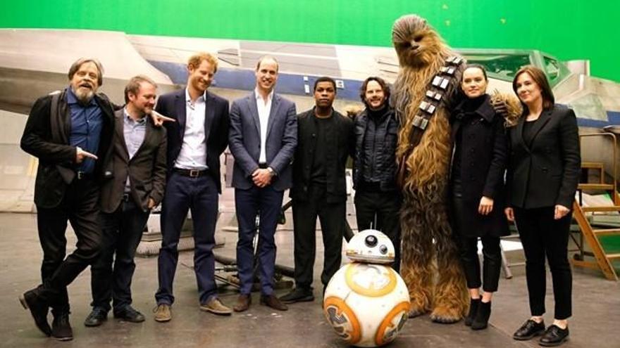Los príncipes Guillermo y Harry, demasiado altos para 'Star Wars'