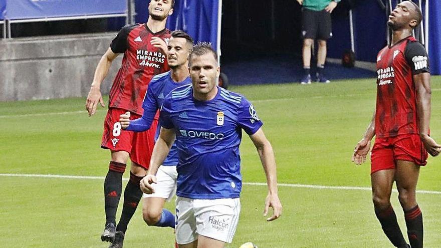 El Oviedo busca un nueve de diez
