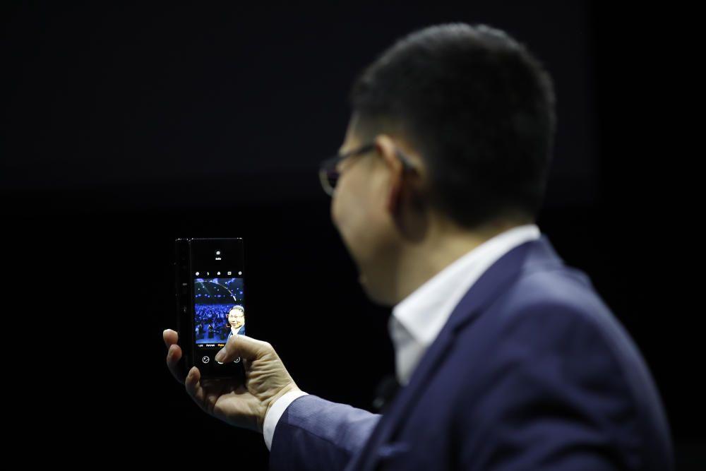 Huawei presenta en Barcelona el móvil plegable Mate X