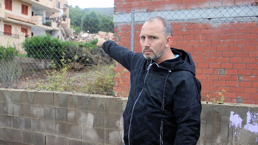 Piden rescatar una urna con cenizas de un difunto entre los escombros del edificio de Peñíscola
