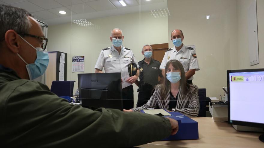 La Policía de Luarca incorpora el DNI 4.0