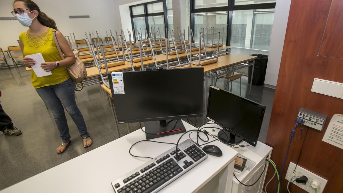 Uno de los equipos para impartir la docencia online en la UA
