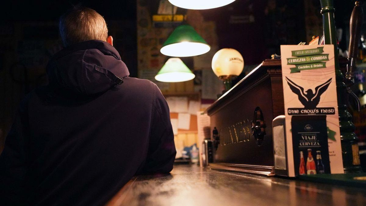 La Comunidad de Madrid retrasa el toque de queda y el cierre de bares a las 23 horas
