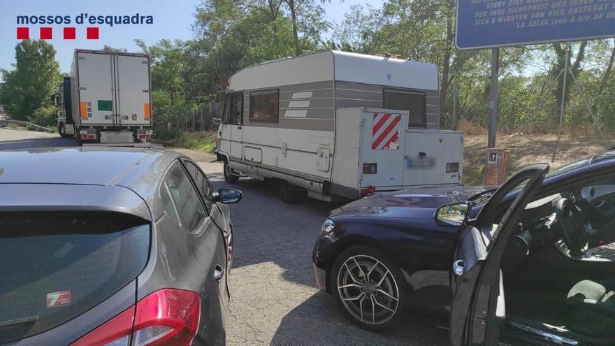 Tres detinguts a Vilobí per robar a usuaris d'àrees de servei de l'AP-7