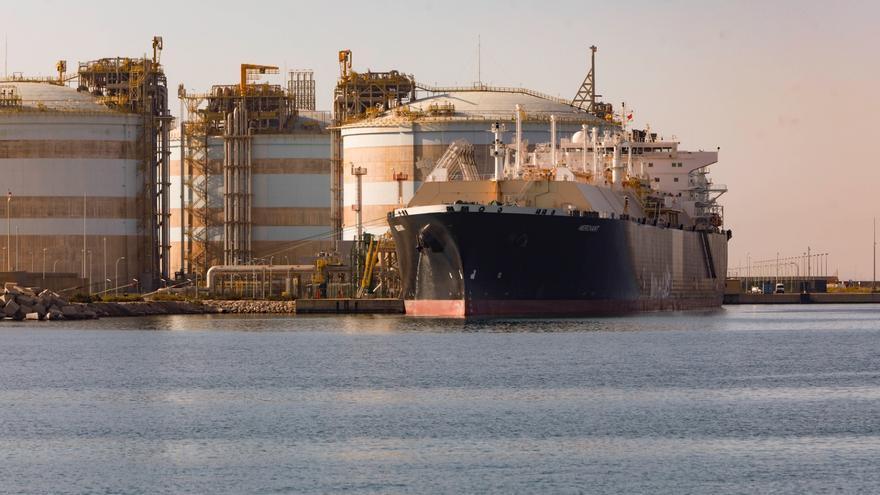 El puerto de Sagunt recupera la normalidad tras la acción de Greenpeace