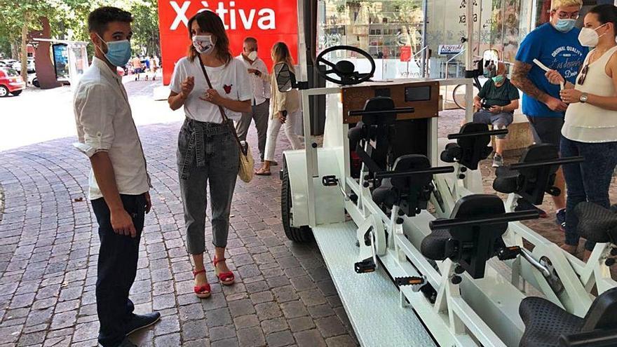 Xàtiva exporta la «bici-bus»