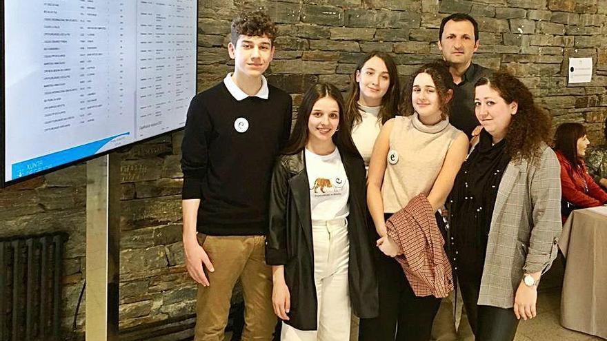 El equipo de debate del colegio Sagrada Familia gana el concurso Parlamento Xove