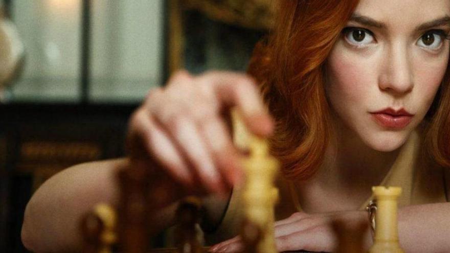'Gambito de dama', la novela que bebe del maridaje entre ajedrez y literatura