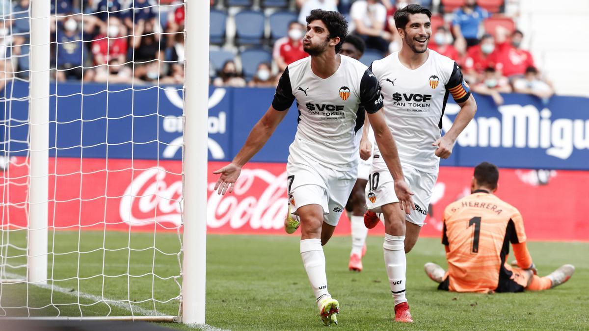 Guedes celebra un gol del Valencia ante el Osasuna.