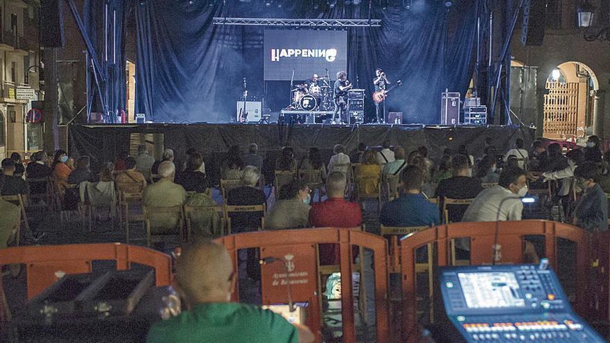 Teatro de calle contra el coronavirus en Benavente