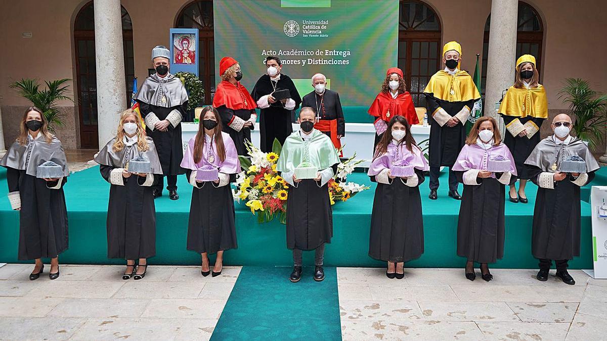 Homenaje a los héroes de la pandemia en la Católica   UCV