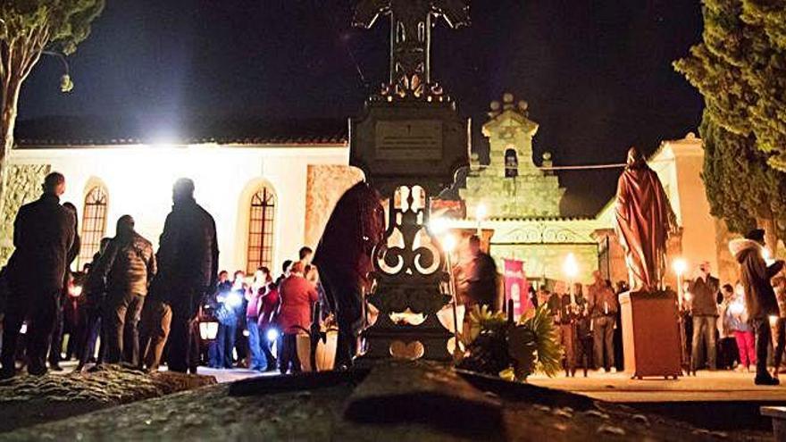 La hermandad de Luz y Vida programa varios actos para honrar a los difuntos