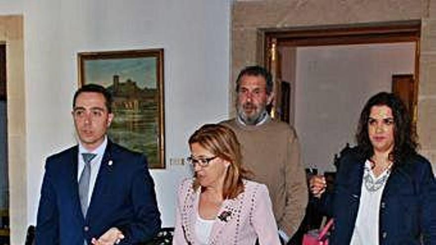 Mayte Martín Pozo y Juan Dúo, del Partido Popular, junto a Luciano Huerga y Sandra Veleda, del PSOE.