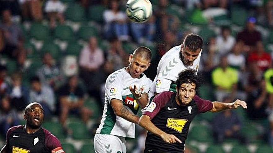 El Lugo se aleja de la zona de descenso tras superar al Huesca