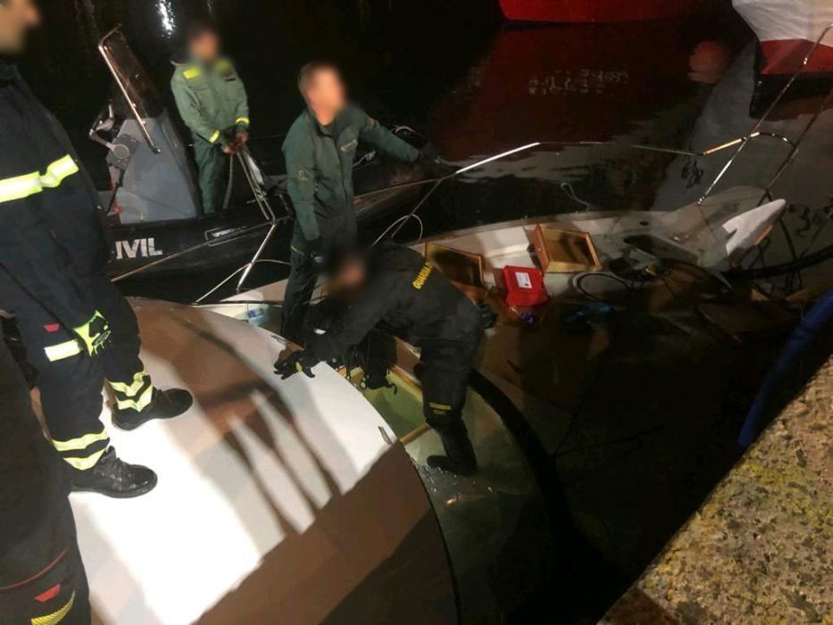 Remolcan al puerto de Torrevieja un barco cargado de droga tras naufragar cerca de Cabo de Palos