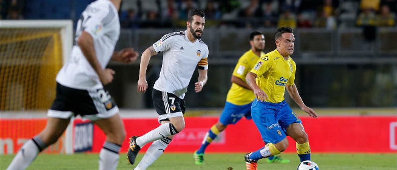 El Sevilla vende a Krychowiak y se lanza a por Roque Mesa
