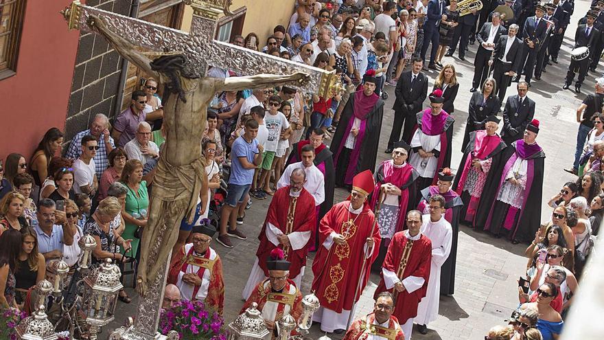 Sevilla da permiso para volver a celebrar procesiones en Tenerife