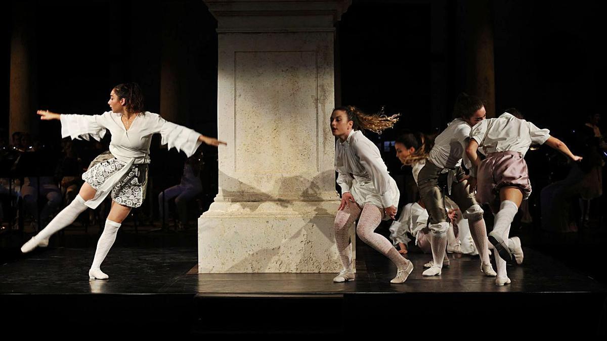 El grup de dansa de la Universitat de València.