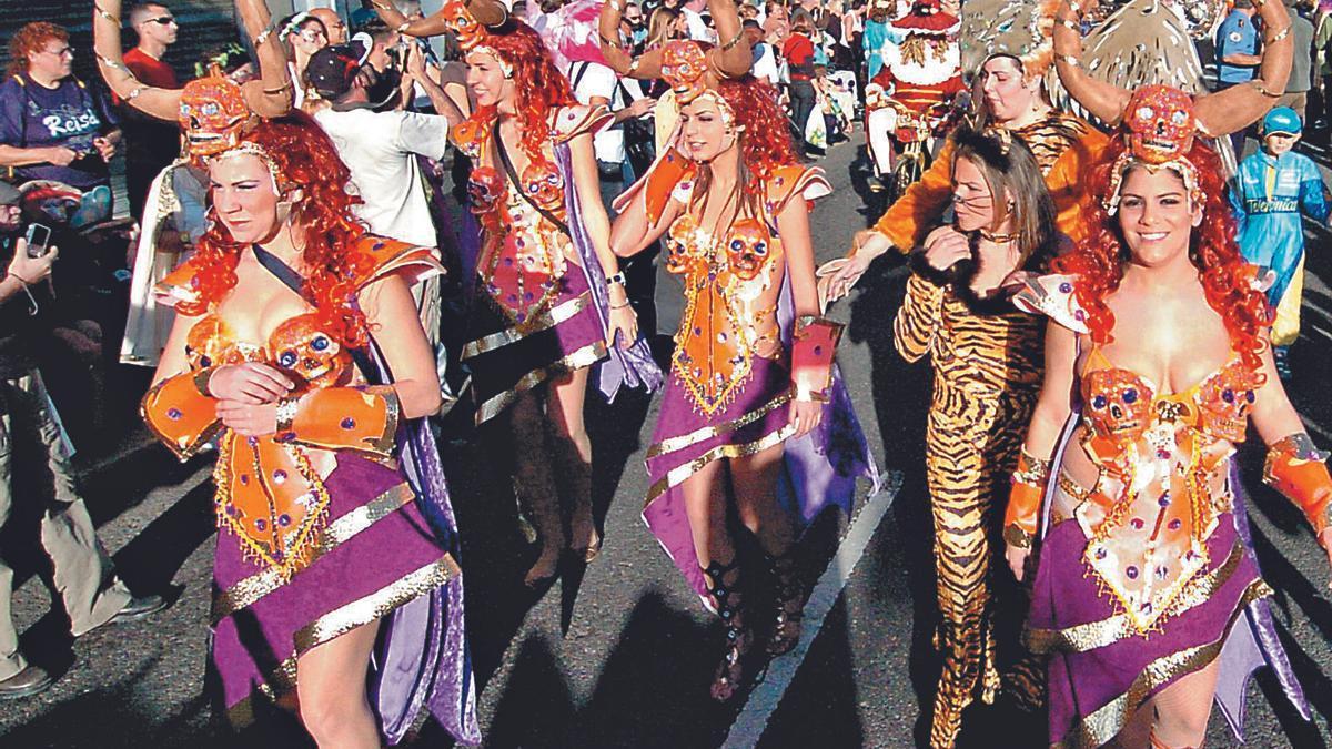 Participantes en una cabalgata del Carnaval de Las Palmas de Gran Canaria.     LP/DLP