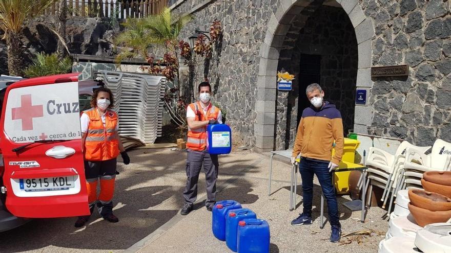 El Parque Marítimo dona 100 litros de cloro para desinfectar ambulancias