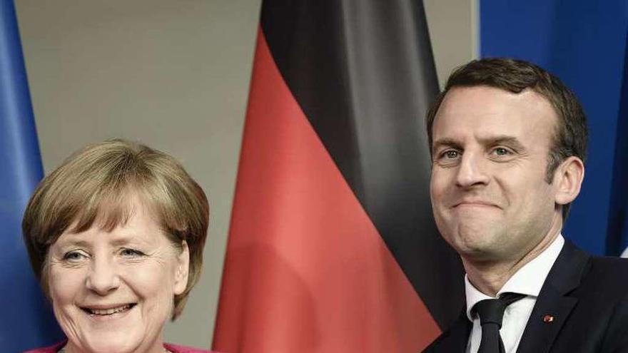 Macron nombra a un derechista liberal como primer ministro hasta las generales