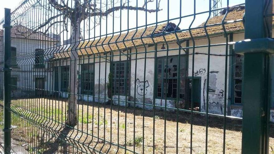 El Superior retira la protección a los edificios auxiliares de la fábrica de la luz de Betanzos
