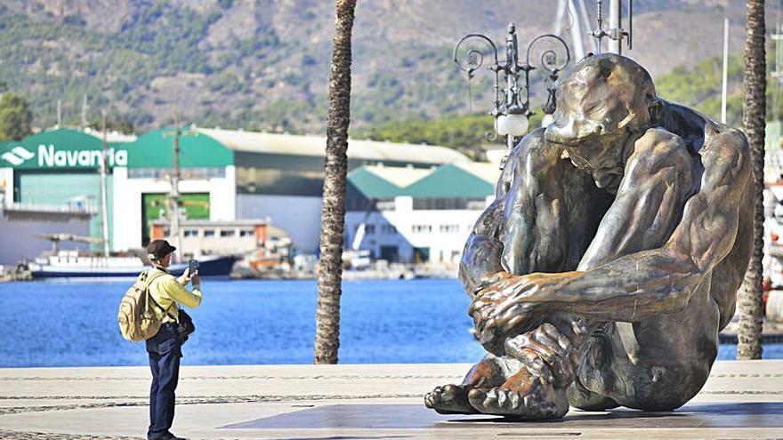 Las navieras dicen adiós a los grupos burbuja y 3.000 cruceristas visitan comercios y museos en Cartagena