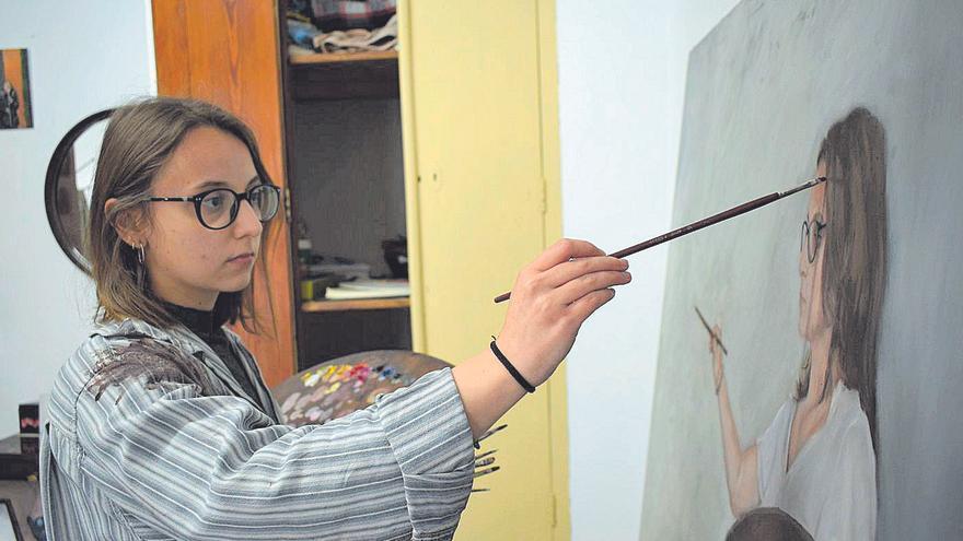 «Vuelvo a pintar a la mujer para darle empoderamiento y fuerza»