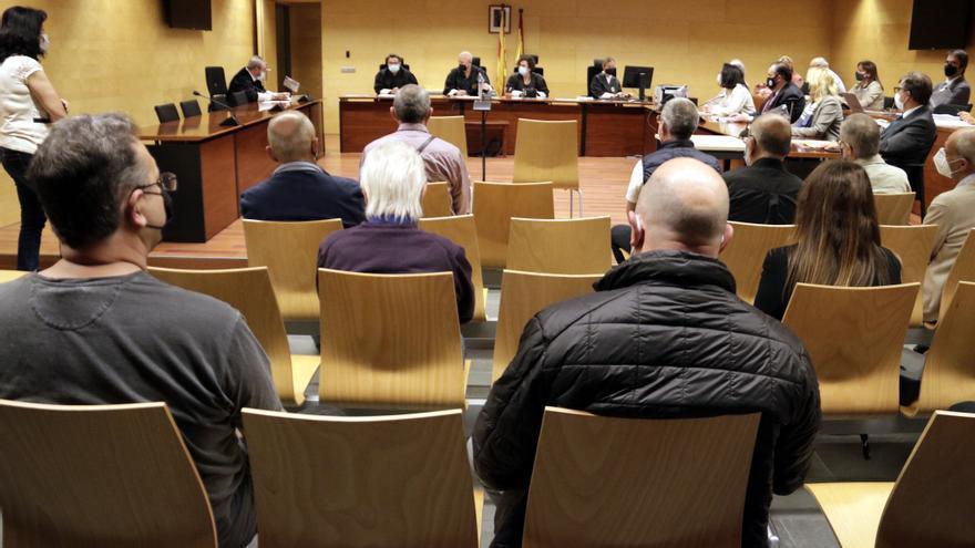 Condemnes de fins a 3 anys de presó per a dotze traficants d'armes de les comarques gironines