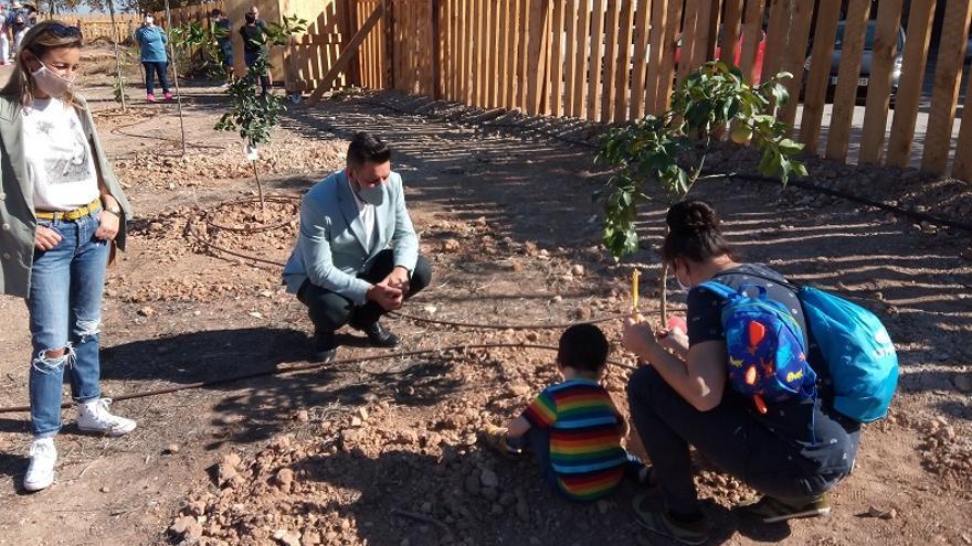 Benicalap estrena su jardín comunitario