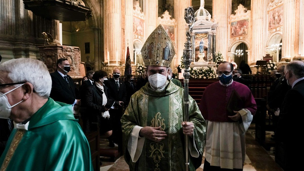 El obispo, Jesús Catalá, ha presidido la eucaristía del inicio del centenario de la Agrupación