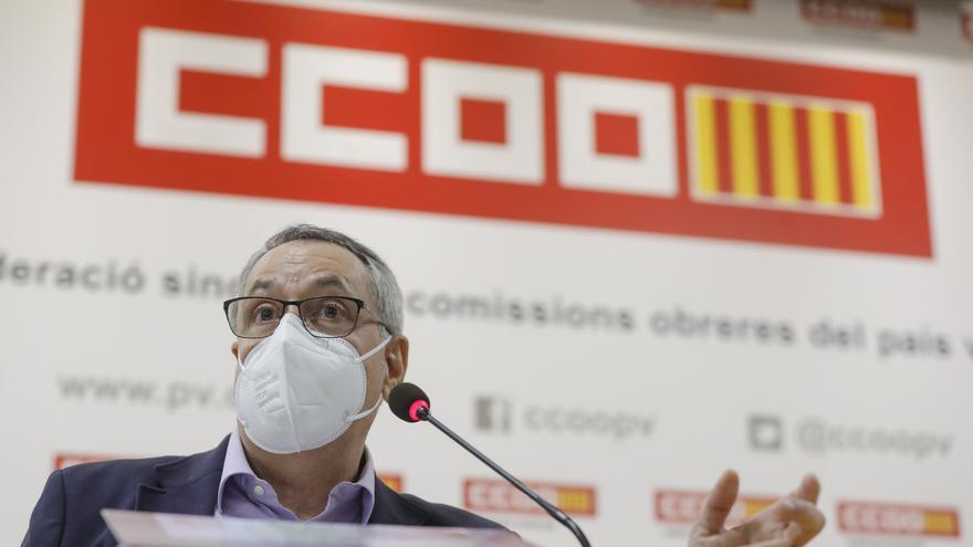 Arturo León defiende la legalidad de su vacunación y dice que abandona la secretaría de CCOO para preservar el buen nombre del sindicato