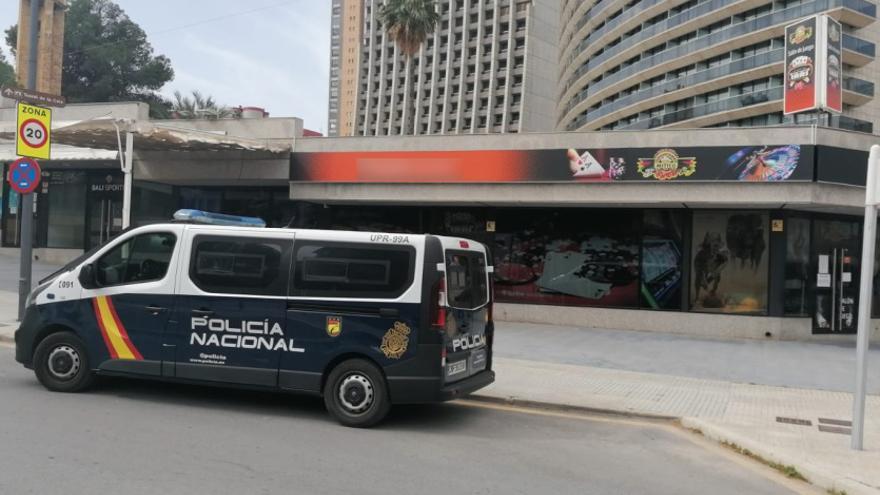 Tres detenidos por atracos a punta de pistola en salones de juego de Benidorm y Madrid