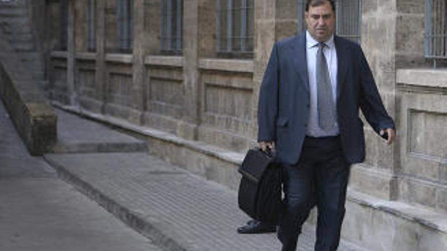 Diario de Mallorca amplía la querella por la requisa de los móviles al fiscal Juan Carrau