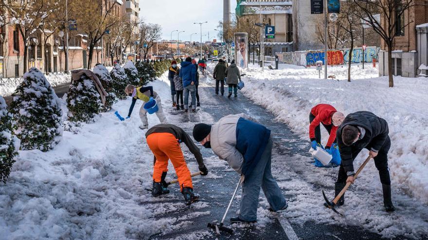 Madrid recibe 3.500 toneladas de sal de urgencia