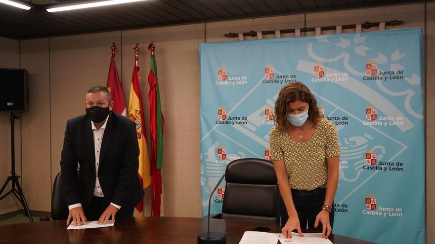 Zamora recibe 2.5 millones para 217 municipios de los fondos de recuperacion