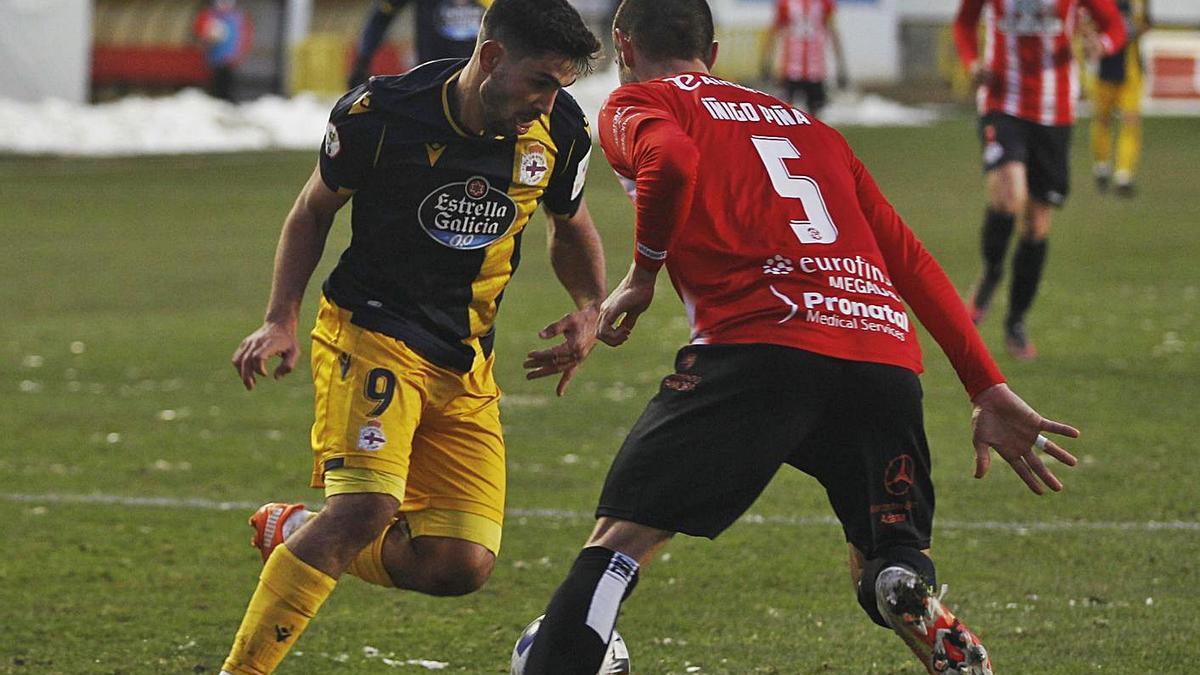 Rui Costa, con el balón el pasado domingo en Zamora.    // LOF