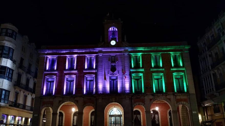 Zamora y las enfermedades raras: luces en la fachada del Ayuntamiento