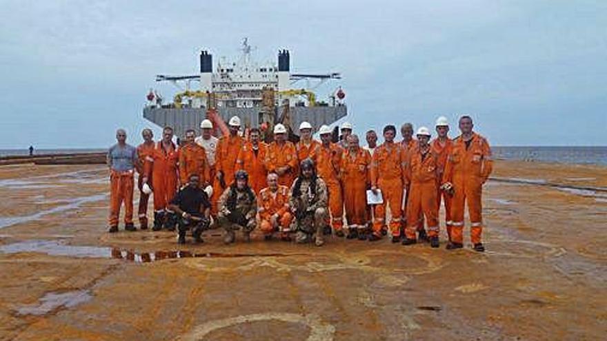El patrullero 'Serviola' libera a un buque secuestrado por piratas en la costa africana